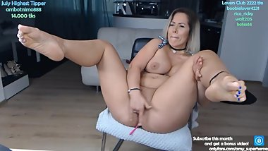 Sexy feet Milf squirting for a cam show