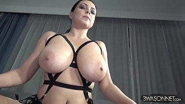 Amazing Huge Natural Tits 019