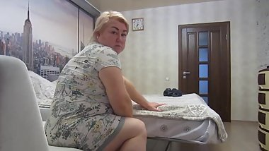 mother-in-law likes to suck my cock in the morning before work