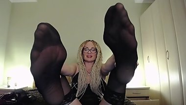 Beg me to let you lick my feet, loser