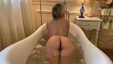 She took a nude bath after school